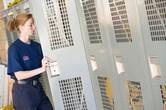 Tenue de travail : une contrepartie n'est due que si l'habillage se fait obligatoirement sur le lieu de travail (11/03/2010)